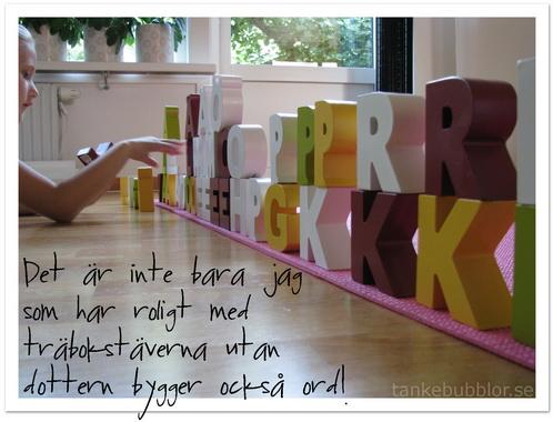 bygga nya ord med träbokstäverna